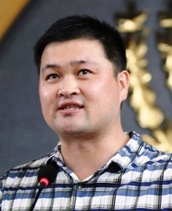 Pastor-Huang-Yizi